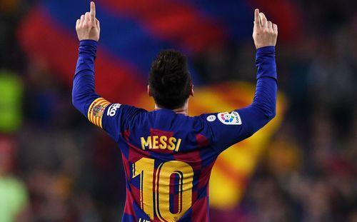 Messi vĩ đại chỉ cần có 6 phút để đánh bại Ronaldo, giật Quả bóng Vàng thứ 6
