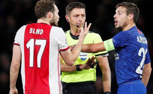 Cận cảnh 2 thẻ đỏ trong 55 giây của Ajax, Chelsea được trọng tài ưu ái?