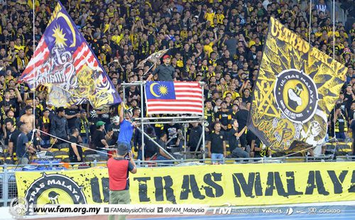Thua ngược cay đắng, Thái Lan còn bị Ultras Malaysia