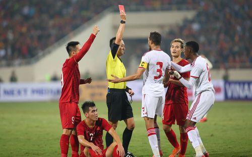 Thẻ đỏ cho UAE hoàn toàn chuẩn xác, nhưng không phải bởi