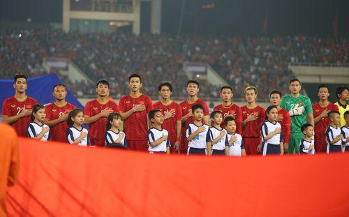 Việt Nam tiến gần thứ hạng lịch sử, bỏ xa 20 bậc Thái Lan trên BXH FIFA