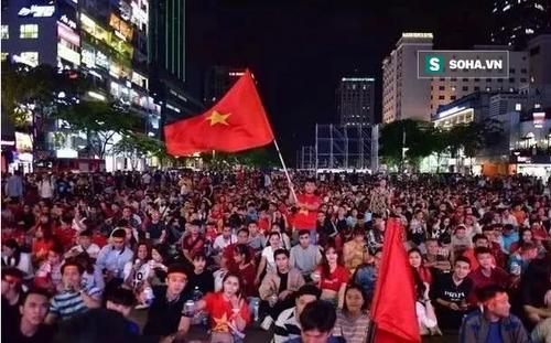 """Báo Trung Quốc sửng sốt với """"khung cảnh đặc biệt"""" ở Việt Nam sau trận thắng UAE"""
