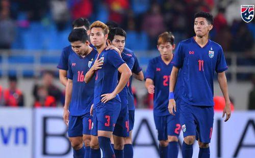 Tiếc ngẩn tiếc ngơ, sao Thái Lan xin lỗi CĐV vì để thua Văn Lâm ở cú sút 11m