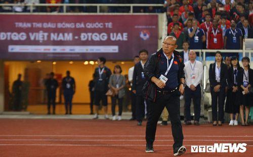 HLV Park Hang Seo lo lắng: Tuyển Việt Nam hết trung phong giàu kinh nghiệm