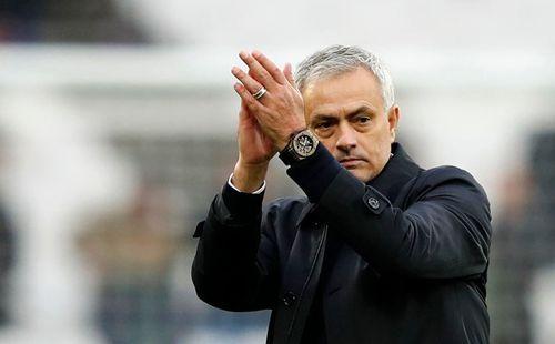 Mourinho xin lỗi CĐV Tottenham sau chiến thắng West Ham