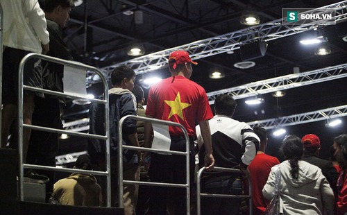 CĐV Việt Nam đội mưa bão, vượt hàng nghìn km và tạo nên điều ít thấy ở SEA Games