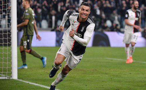 Ronaldo ghi hat-trick đầu tiên ở Serie A