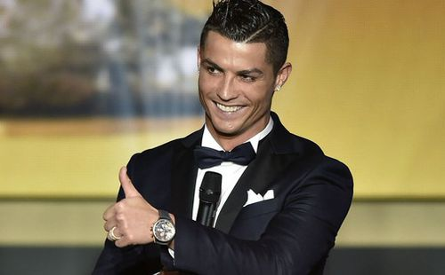 Trong ngày sinh nhật tuổi 35, Ronaldo bất ngờ bị fan