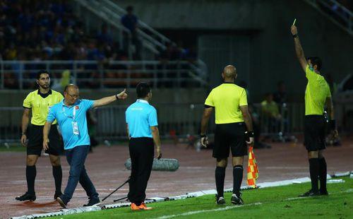 HLV Park Hang Seo có hoàn thành xong án phạt cấm chỉ đạo trước AFF Cup 2020?