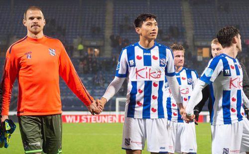 Cựu cầu thủ Barca liên tục dự bị ở Heerenveen, fan Việt hãy nhẫn nại với Đoàn Văn Hậu!