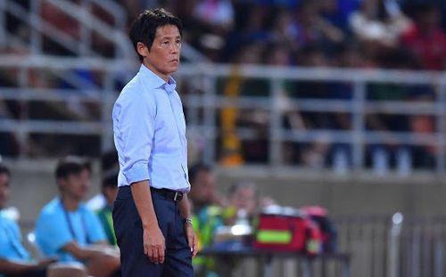 HLV Nishino lo lắng vì dịch Covid-19, có thể không gọi 4 ngôi sao đang chơi bóng ở Nhật Bản
