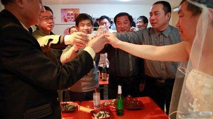 """3 đám cưới đồng tính gây """"náo loạn"""" Trung Quốc 2"""