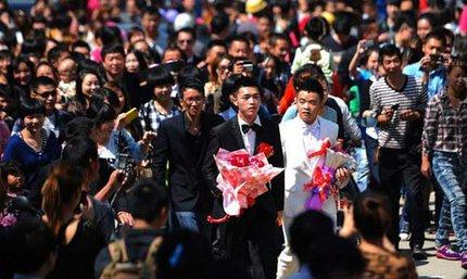 """3 đám cưới đồng tính gây """"náo loạn"""" Trung Quốc 11"""