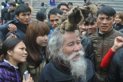 'Dị nhân' tóc búi rồng bất ngờ xuất hiện ở hội Lim 10