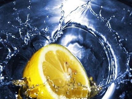 10 cách tẩy rửa hữu hiệu với chanh tươi 8