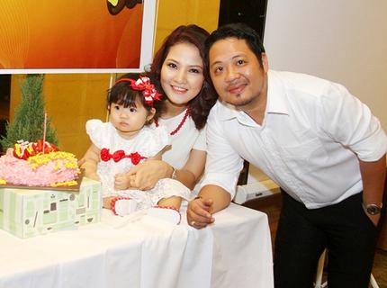 Lễ thôi nôi ấm cúng của con gái HH Trần Thị Quỳnh 1