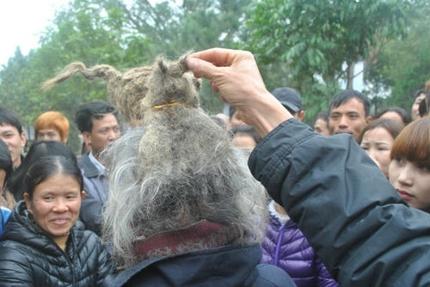 'Dị nhân' tóc búi rồng bất ngờ xuất hiện ở hội Lim 9