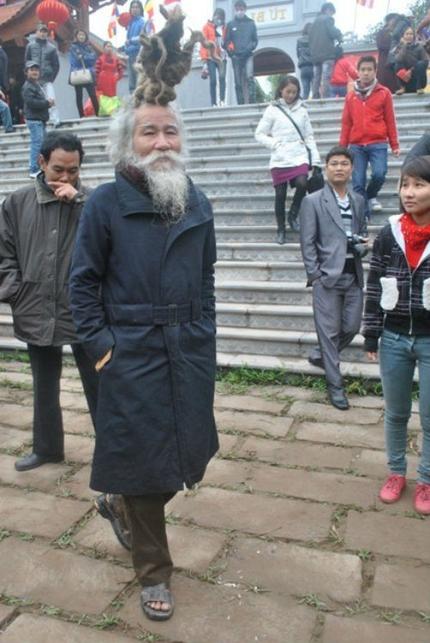 'Dị nhân' tóc búi rồng bất ngờ xuất hiện ở hội Lim 5