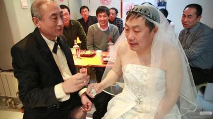 """3 đám cưới đồng tính gây """"náo loạn"""" Trung Quốc 4"""