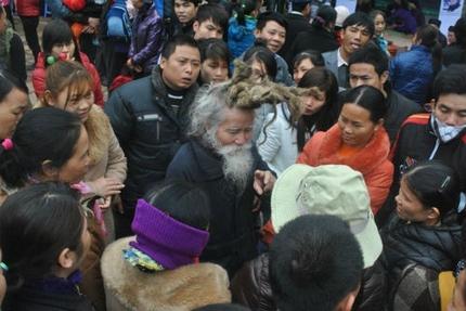 'Dị nhân' tóc búi rồng bất ngờ xuất hiện ở hội Lim 7