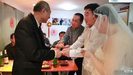 """3 đám cưới đồng tính gây """"náo loạn"""" Trung Quốc 3"""