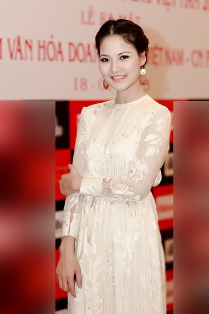 Mẹ con HH Trần Thị Quỳnh lộng lẫy trên sân khấu 4