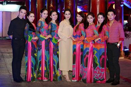 Linh Nga khoe khéo vóc dáng thon thả 9