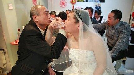 """3 đám cưới đồng tính gây """"náo loạn"""" Trung Quốc 5"""
