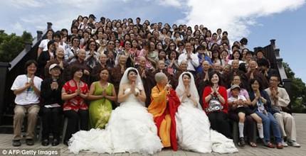 """3 đám cưới đồng tính gây """"náo loạn"""" Trung Quốc 7"""