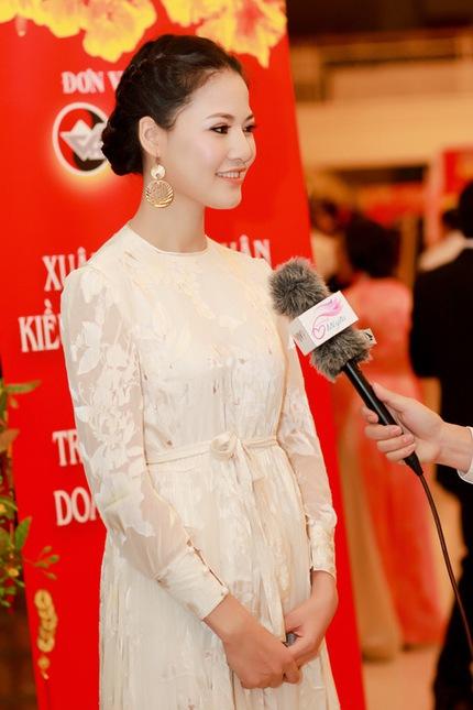 Mẹ con HH Trần Thị Quỳnh lộng lẫy trên sân khấu 8