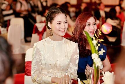 Mẹ con HH Trần Thị Quỳnh lộng lẫy trên sân khấu 6