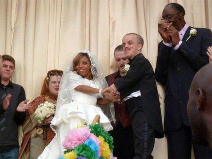 Đám cưới lạ lùng của cặp đôi tí hon 1