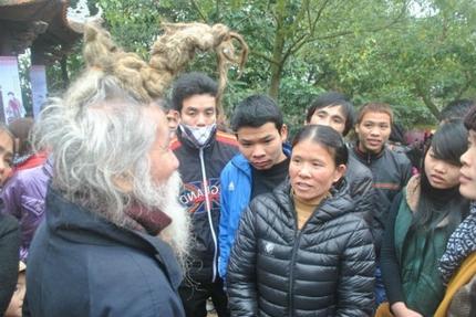 'Dị nhân' tóc búi rồng bất ngờ xuất hiện ở hội Lim 4