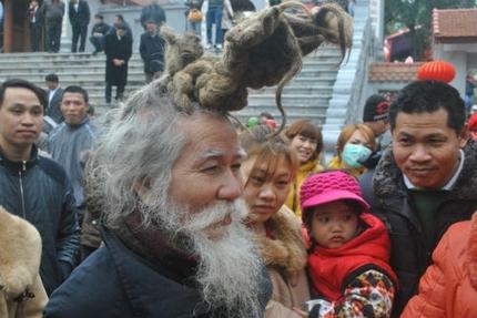 'Dị nhân' tóc búi rồng bất ngờ xuất hiện ở hội Lim 2