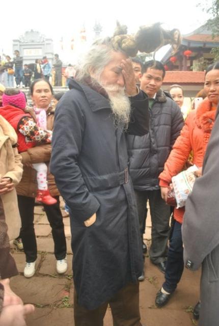 'Dị nhân' tóc búi rồng bất ngờ xuất hiện ở hội Lim 6