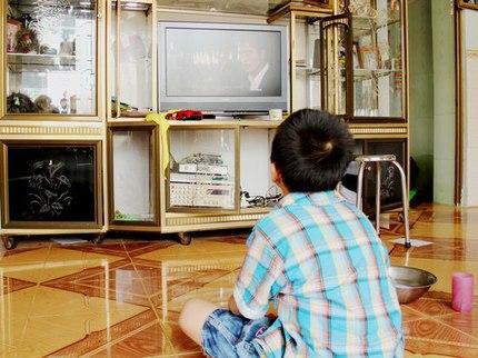 Chữa thói quen 'ngồi đồng' xem tivi của trẻ 1