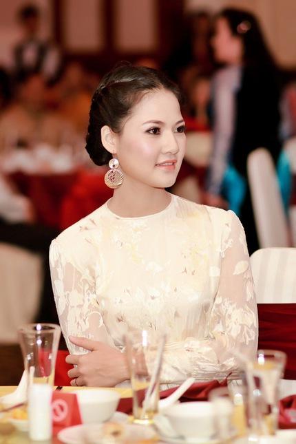 Mẹ con HH Trần Thị Quỳnh lộng lẫy trên sân khấu 7