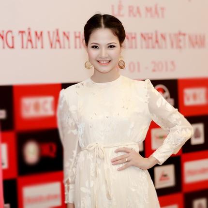 Mẹ con HH Trần Thị Quỳnh lộng lẫy trên sân khấu 3