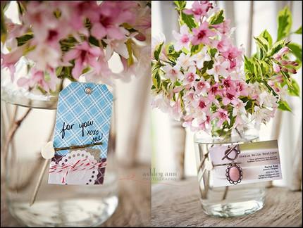 2 cách làm bình hoa đẹp xinh từ lọ thủy tinh cũ 5