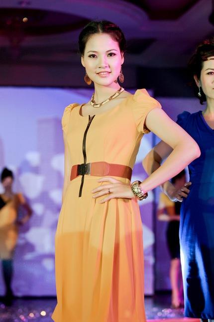 Mẹ con HH Trần Thị Quỳnh lộng lẫy trên sân khấu 9