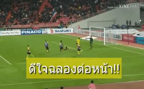 Bị Malaysia trêu tức ngay trước mắt, thủ môn Thái Lan hành động khiến tất cả bất ngờ