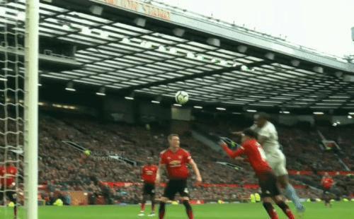 Chỉ 2 phút trước bàn quyết định của Man United, De Gea cứu thua thần thánh nhất sự nghiệp