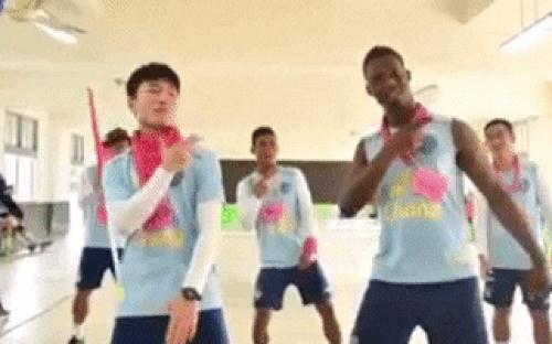 Xuân Trường nhảy cực dẻo, fan kêu trời: Đúng là có tố chất dancer