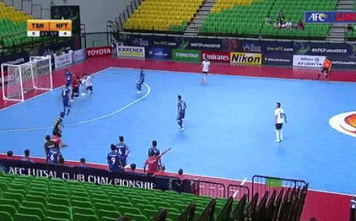 Thủ môn Việt từng lọt top 10 thế giới tái hiện pha ghi bàn