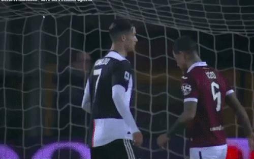 Bị Ronaldo