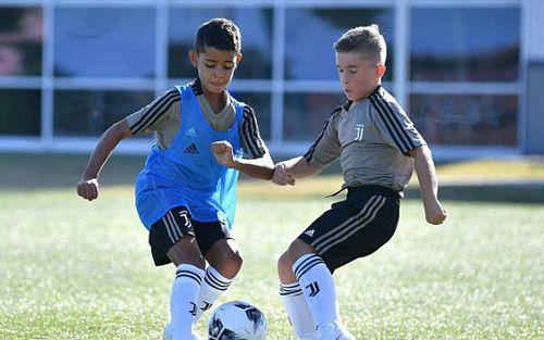 Con trai Ronaldo gia nhập đội U9 Juventus