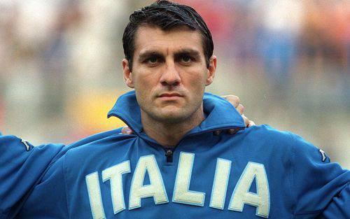 Cựu sát thủ điển trai người Italy chê tiền đạo ngày nay