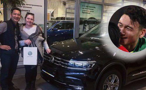 Đặng Văn Lâm hoàn thành ước nguyện mua ô tô tặng bố sau 9 năm lập nghiệp xa nhà