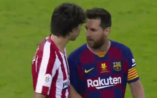 Bị truyền nhân của Ronaldo bật lại, Messi đáp trả bằng màn trình diễn như