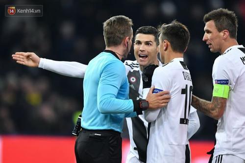 Không chạm bóng, Ronaldo vẫn khiến đồng đội không được công nhận bàn thắng